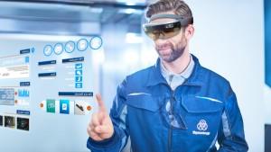 tkE-Composing-HoloLens-16-9-sl_